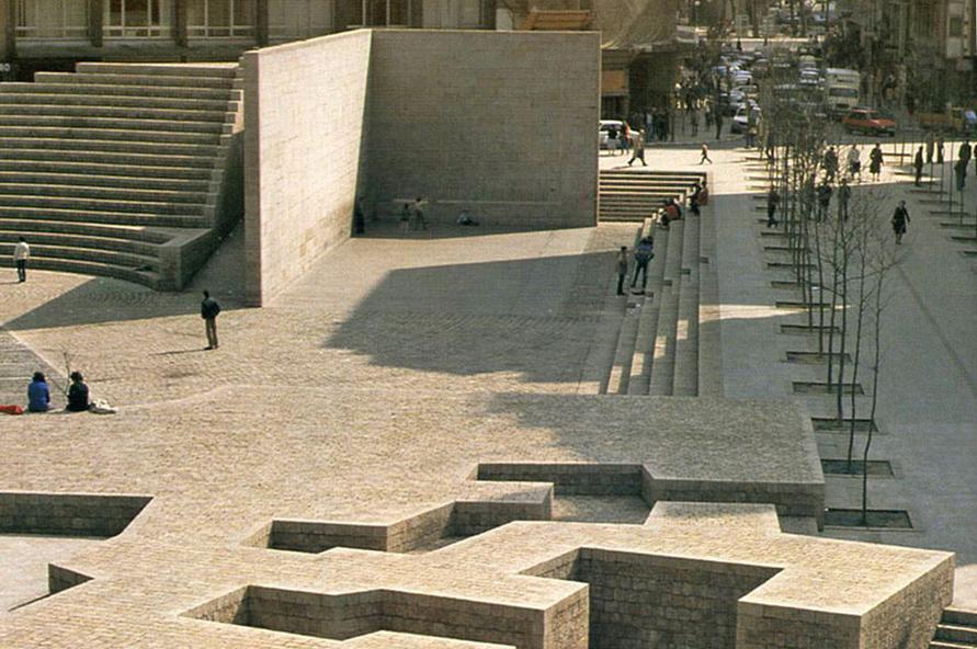 Monumento plaza Fueros vitoria