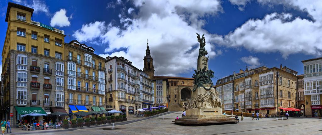 Monumento Virgen Blanca Vitoria