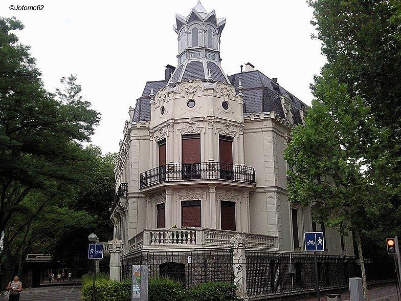 Casa zuloaga Vitoria Gasteiz paseo senda