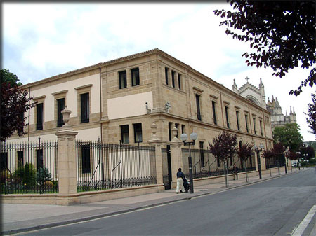 parlamento vasco paseos vitoria