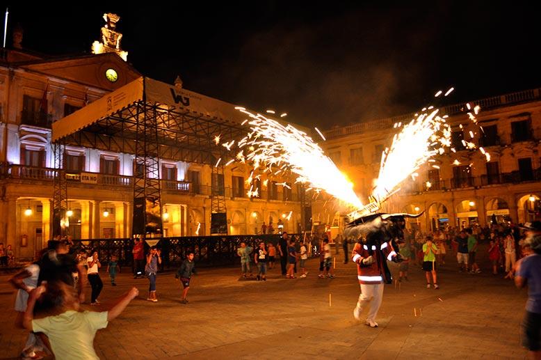 Toro fuego LAs Fiesta Vitoria
